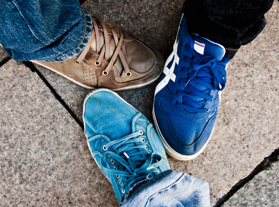 Verschiedenfarbige Sneaker
